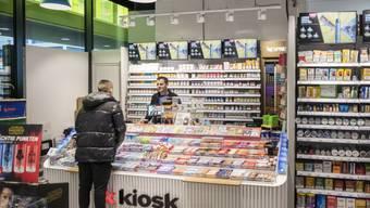 Der Kioskkonzern Valora führt nun wegen der Umsatzausfälle aufgrund der Coronakrise ebenfalls Kurzarbeit ein. (Archivbild)