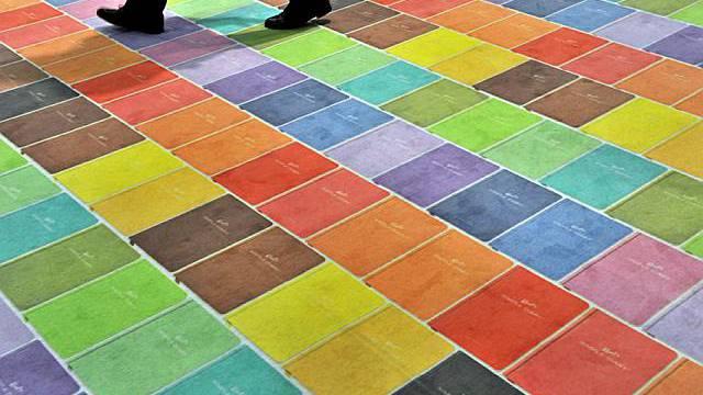 Teppich mit Büchermuster in Frankfurt