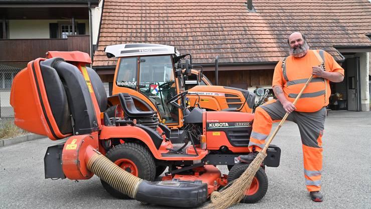 Als Werkhofangestellter kümmert sich Stefan «Fosi» Huber um die vier gemeindeeigenen Fahrzeuge.