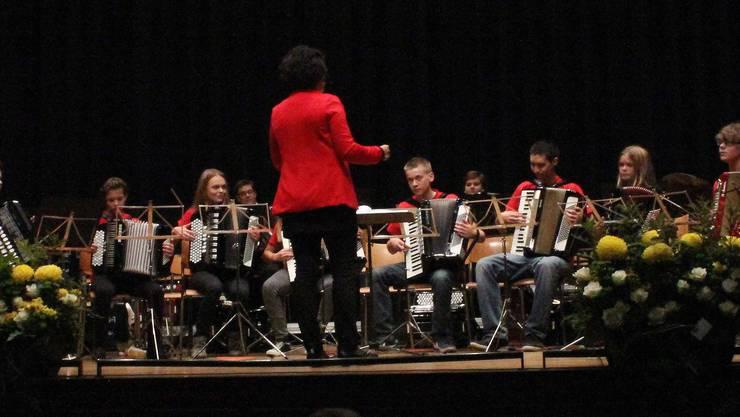 Die Jugend-Akkordeon-Gruppe im Konzertsaal Solothurn
