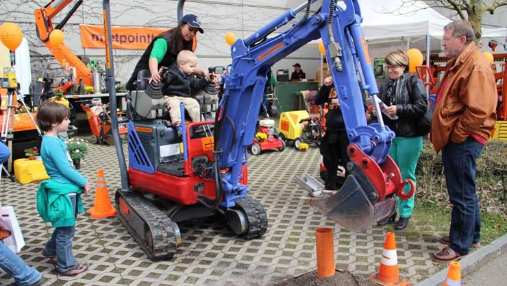 Kleine Baumeister an der Messe Bauen + Wohnen in Wettingen