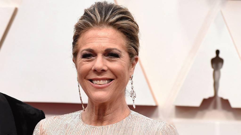 Die US-Schauspielerin Rita Wilson kommt zur Oscar-Verleihung im Dolby Theatre. Wilson (64, «Die Braut, die sich nicht traut») und die kanadische Filmkomponistin Lesley Barber (59, «Manchester by the Sea») zählen zu den neuen Mitgliedern, die in den Vorstand der Oscar-Akademie gewählt worden sind.