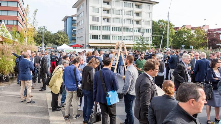Spatenstich für das 800-Millionen-Franken-Projekt Limmattalbahn auf dem Stadtplatz in Schlieren.
