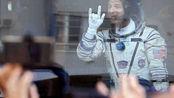 Der ISS-Astronaut Andrew Morgan letzten Juli vor seinem Start. Er und je ein Kollege und eine Kollegin werden wie geplant und trotz Covid-19 am 17. April auf der Erde zurückerwartet. (Archivbild)