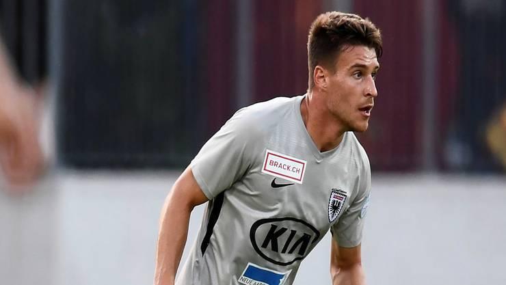 Das Duell der Riesen: FCA-Verteidiger Giuseppe Leo trifft auf Lausanne-Stürmer Aldin Turkes