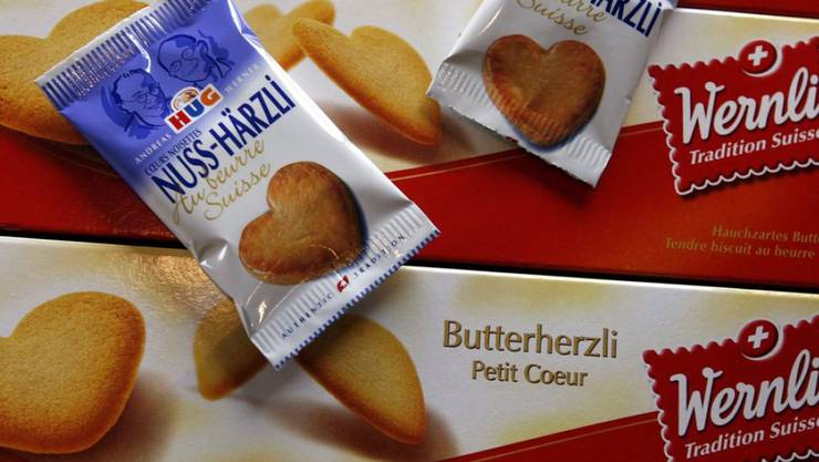 Wegen dem heissen Sommer und der Verlockung von günstigen Guetzli im nahen Ausland haben Schweizer 2015 weniger Hug-Guetzli gekauft. Dafür waren die Wernli-Biscuits gerade im Ausland gefragt.