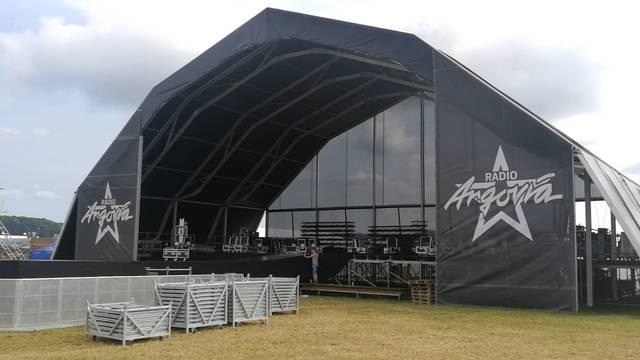 Bühne, Riesenrad und viele Gitter: Die Aufbauarbeiten am Argovia Fäscht