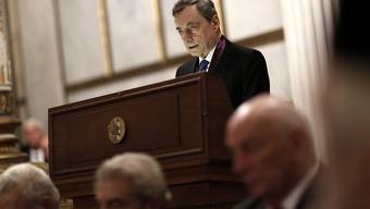 Der scheidende Chef der Europäischen Zentralbank Mario Draghi hat bei einer Rede am Dienstag in Athen gefordert, dass die EU-Länder mit mehr Staatsausgaben die Konjunktur stützen sollten.