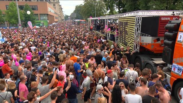 Street Parade live — 15 Uhr