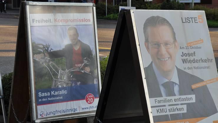 In Oberengstringen hat es zu wenig Plakatständer, um den Wünschen aller Parteien im Wahlkampf nachzukommen.  zim