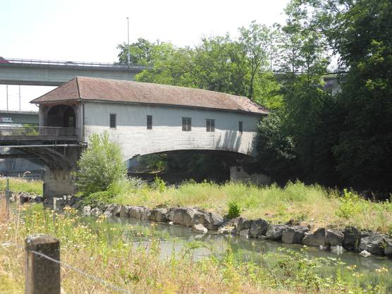 Die Holzbrücke beim Kloster Wettingen heute.
