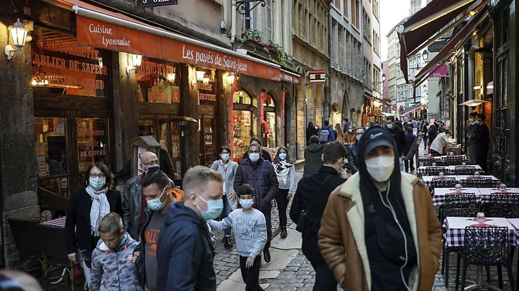 Fast 27 000 neue Corona-Fälle in Frankreich - Rekord