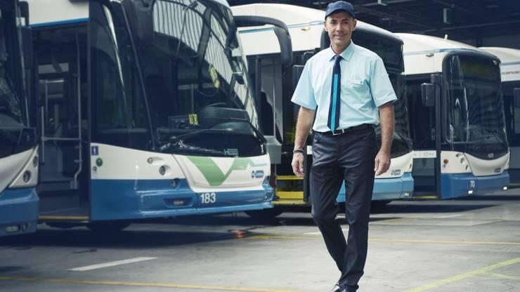 Weil der Lieferant die jetzigen Uniformen aus dem Sortiment nimmt, benötigen die VBZ neue für die Mitarbeitenden im Fahrdienst, in den Verkaufsstellen und im Fundbüro.