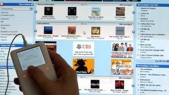 Digitale Geschenke in Form von selbst komponierten oder nachgesungenen  Liedern liegen im Trend. Sie bereiten unter anderem als virtuelle Weihnachtsgeschenke Freude. (Archivbild)