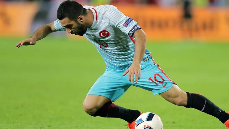 Arda Turan (hier im Trikot der Nationalmannschaft während der EM 2016) muss eine lange Sperre absitzen