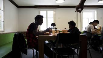 Unbegleitete minderjährige Asylsuchende haben besondere Bedürfnisse. Als Patin oder Pate kann man auf diese besser eingehen, als zum Beispiel der Kanton.