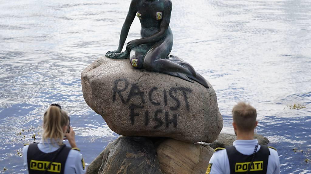 Stein der Kleinen Meerjungfrau in Kopenhagen beschmiert