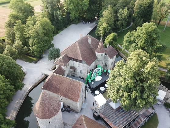 Der Blick von oben auf den Schlosshof.