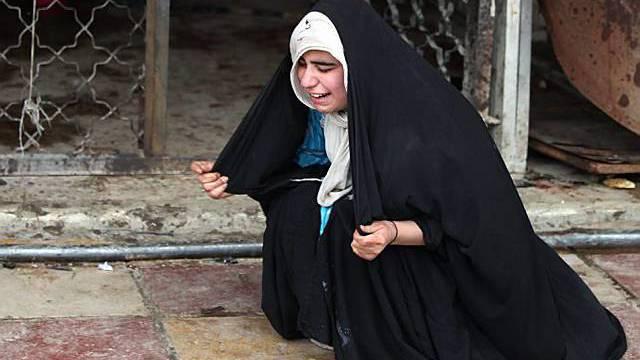 Junge Irakerin steht unter Schock