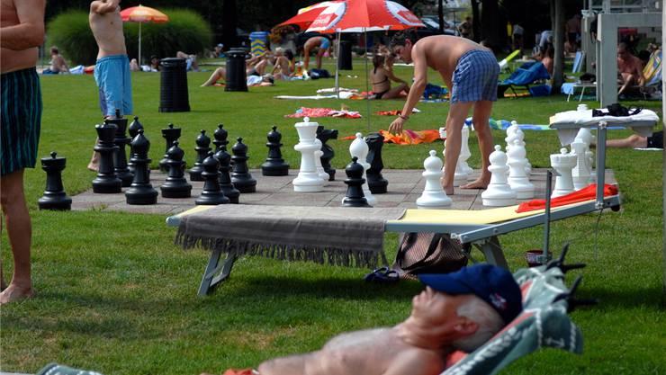 Eine wahre Hängepartie ist das grosszügigere Ferienreglement für städtische Mitarbeiter.