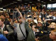 Über 150 Leute warten auf die Superstars aus Madrid...
