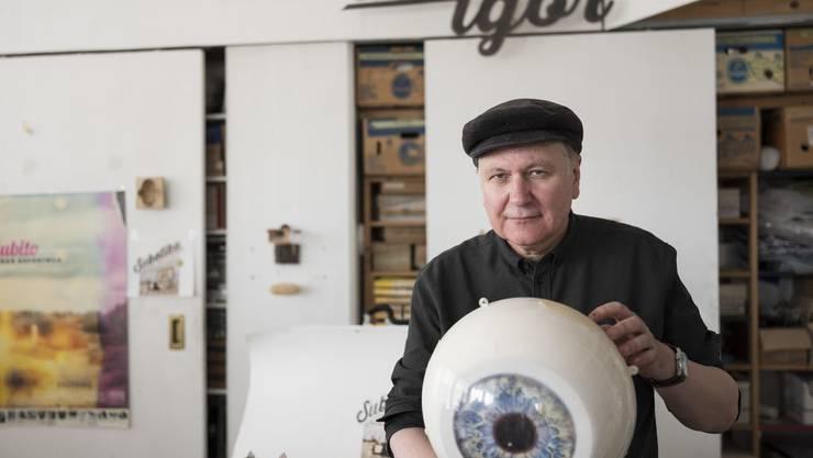 """Der Filmemacher und Künstler Peter Volkart gibt sich am liebsten als """"Bricolleur"""" oder """"Dekorateur"""" aus."""