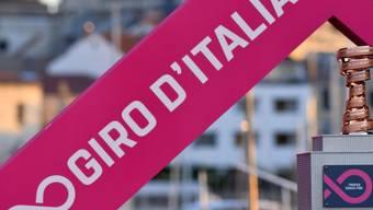 In den kommenden drei Wochen wird beim 100. Giro d'Italia um diese Trophäe gefahren