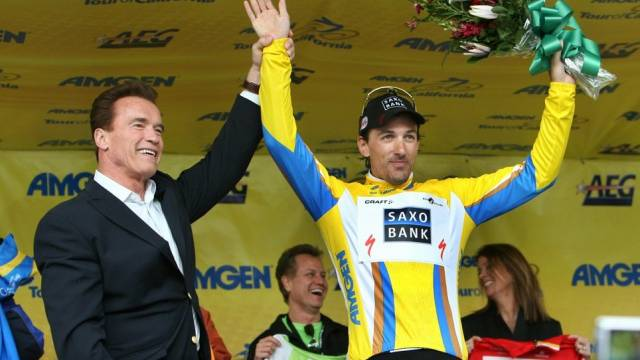 Kaliforniens Gouverneur Schwarzenegger gratuliert Fabian Cancellara