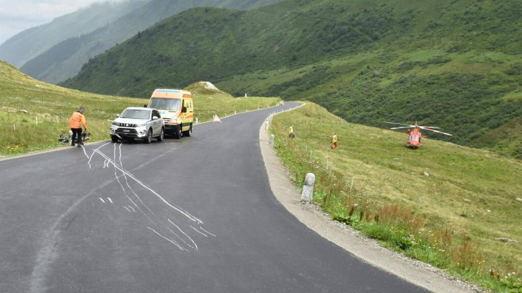 Bei der Kollision zwischen einem Motorrad und einem Auto auf der Oberalpstrasse ist der 38-jährige Töfffahrer verletzt worden.