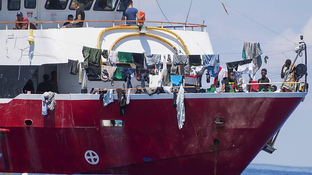 Malta lässt rund 400 Flüchtlinge in den Hafen einlaufen