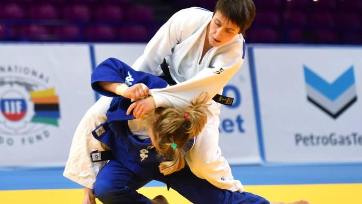 Evelyne Tschopp (in Weiss) ist als Weltnummer 1 die derzeit beste Judoka der Schweiz