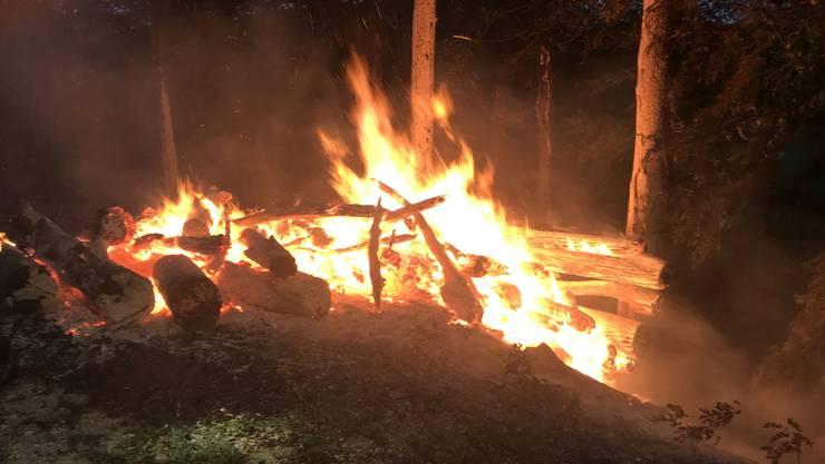 In Reigoldswil brannten 25 Ster Holz.
