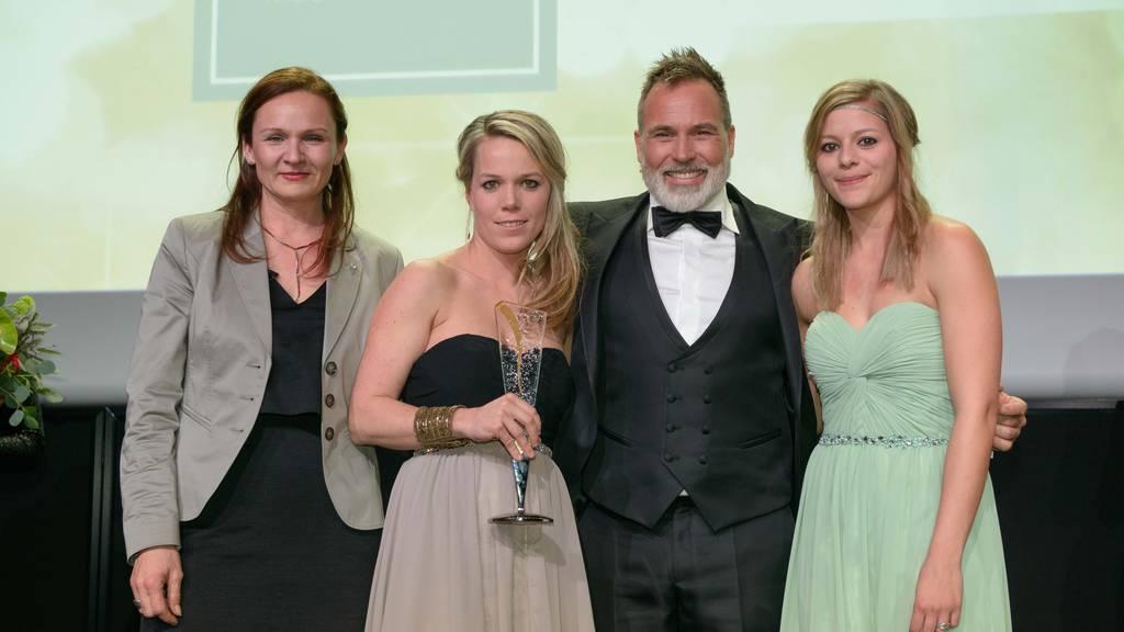 Glückliche Gewinnerinnen: Mitarbeiterinnen der Blumeria Marbach gemeinsam mit Jurymitglied Froonck.
