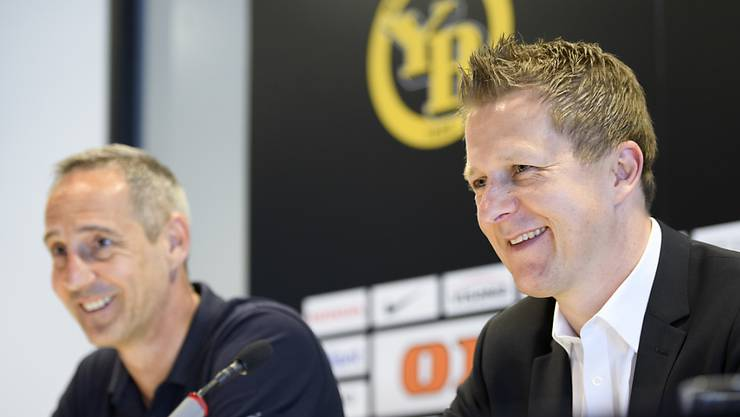 Das Strahlen der verdienten Sieger: Sportchef Christoph Spycher (rechts) und Trainer Adi Hütter