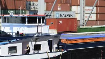 Der Rheinhafen Kleinhüningen in Basel hat derzeit kleinere Containerterminals; spätestens 2020 ist seine Kapazitätsgrenze erreicht. (Archivbild)