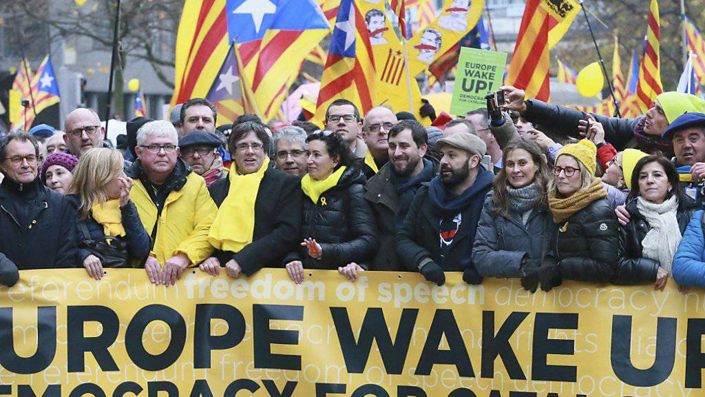 Katalanen demonstrieren in Brüssel für ihre Unabhängikeit.