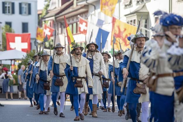 Der feierliche Einzug an die Gedenkfeier zur Schlacht von Sempach