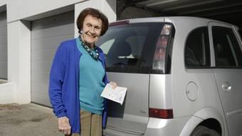 Elisabeth Pfluger (97) darf bis auf weiteres nicht mehr Auto fahren. Sie ist entrüstet und meint: «Ich bin halt die Ausnahme von der Regeln.