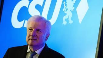 Die CSU unter Ziehvater Horst Seehofer hat bei der Landtagswahl in Bayern deutliche Verluste erlitten und gemäss vorläufigem Endergebnis 37,2 Prozent der Stimmen erhalten.