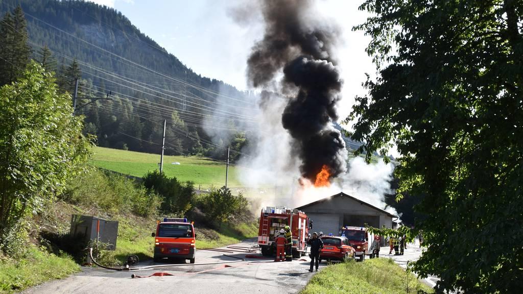 Mehrere Dieseltanks in Vollbrand