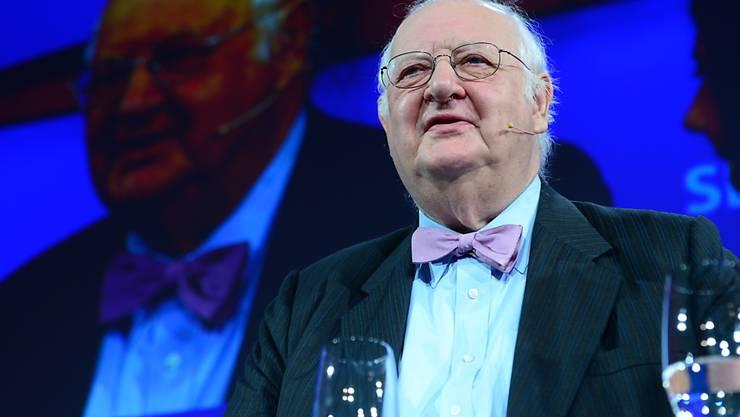 Angus Deaton, der 2015 mit dem Wirtschaftsnobelpreis ausgezeichnet wurde, spricht zum Publikum am Swiss Economic Forum in Interlaken.