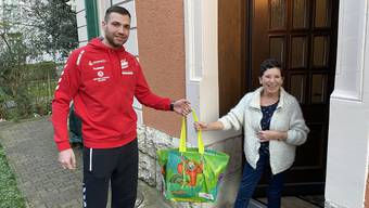 Der TVE-Handballer Milomir Radovanvic (l.) und seine Teamkollegen werden beim Ausliefern der Einkäufe genügend Abstand einhalten. (Symbolbild)