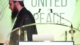 """Nicolas Blancho, Präesident des IZRS, an der Veranstaltung """"Islam Salam - United in Peace"""" im April 2016 in Kehrsatz BE. Eine neue Konferenz im Zürcher World Trade Center kann nicht durchgeführt werden. (Archivbild)"""