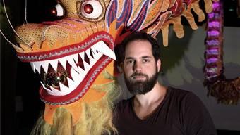 Simon Hänggi ist die eine Hälfte der Visual Pilots, die den Drachen in der Kaserne konstruiert haben. zvg