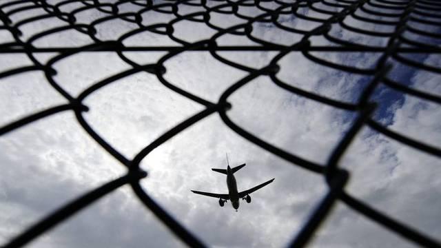 In der ersten Geschichte gehts um Fluglärm im Grenzgebiet und die Beziehung von Deutschland und der Schweiz.