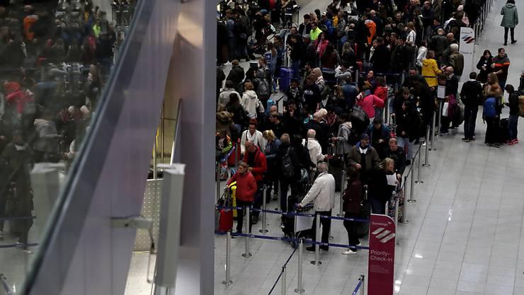 Vorerst ist der Streik bei Lufthansa und Eurowings vorbei: Passagiere am Flughafen Düsseldorf am Sonntag, den 20. Oktober (Archivbild).