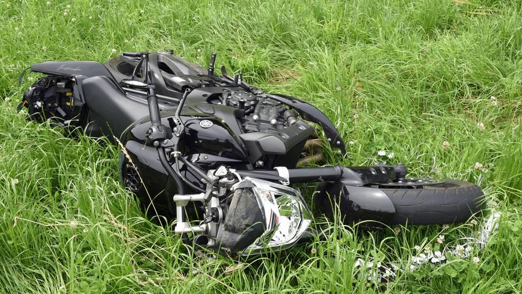 52-jähriger Töfffahrer nach Unfall schwer verletzt