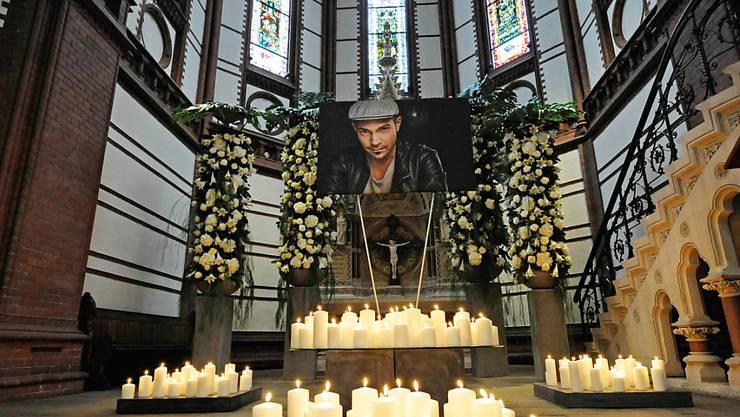 Trauerfeier für den Musiker Roger Cicero am Freitag in der St. Gertrud-Kirche im Hamburger Stadtteil Uhlenhorst. Der Jazzsänger war am 24. März im Alter von 45 Jahren an den Folgen eines Schlaganfalls gestorben.