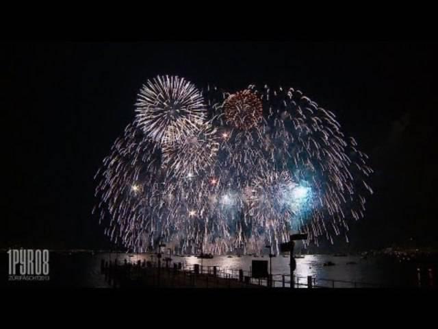 Das Samstag-Feuerwerk vom Züri Fäscht 2013. Geschossen von Innovative Pyrotechnik.
