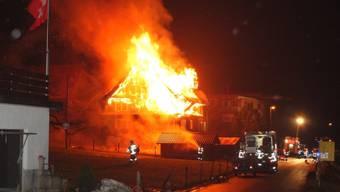 Ein Brandstifter muss wegen seiner Taten ins Gefängnis (Symbolbild)